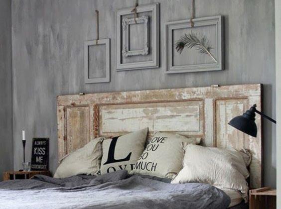 Tête de lit avec des fenêtres